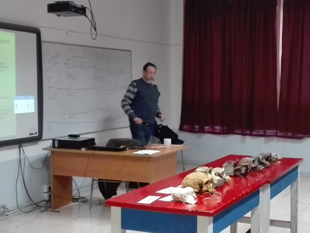 Universidad de Chile nos da una charla sobre la evolución del ser humano.