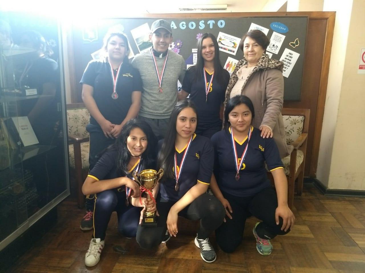 El equipo femenino de voleibol obtiene el 3° lugar provincial.