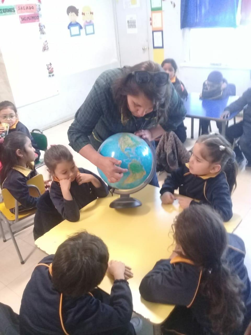 Kinder A, realiza actividad Localizar Chile.