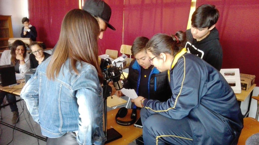 Taller de radio comienza sus actividades  junto a los asesores de la UCH.