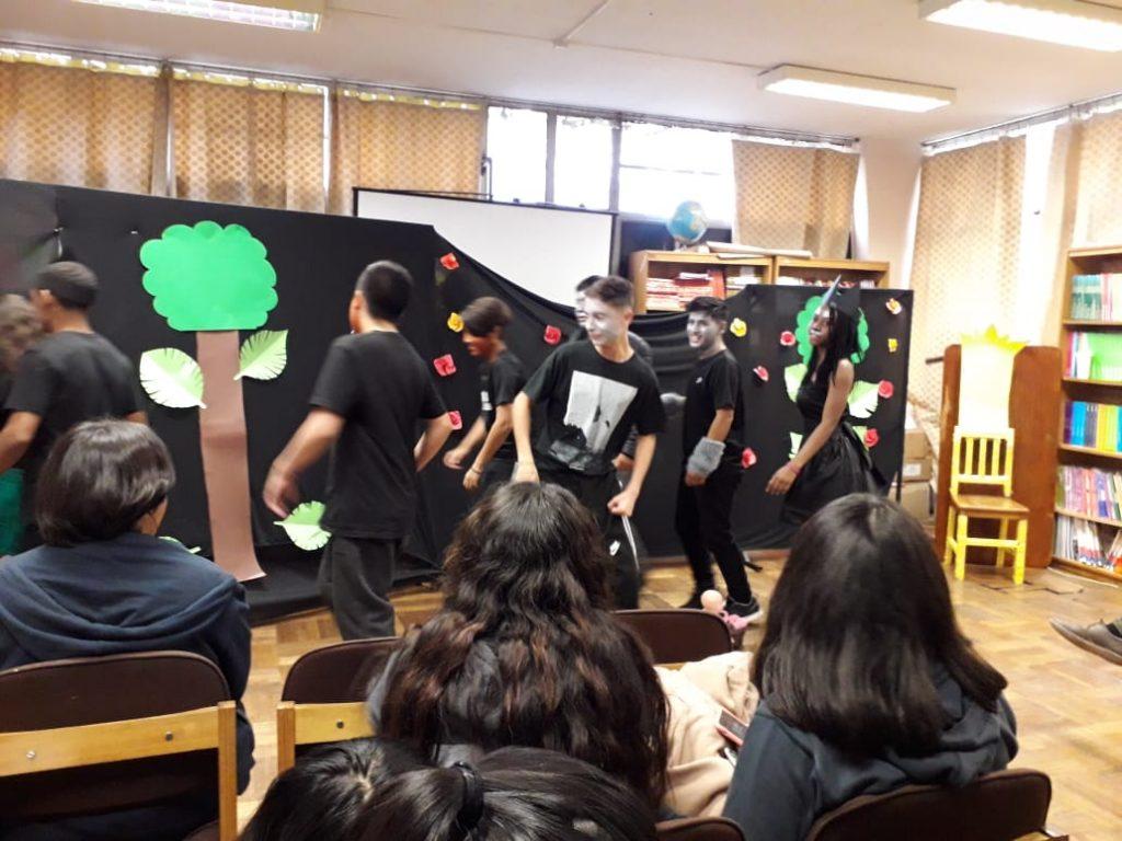 Presentación obra el libro de la selva, 1° medio B. Producción colectiva de los estudiantes. Docente Daniela Vargas.